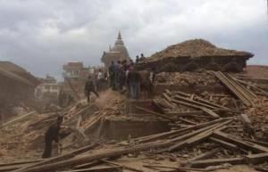 il-centro-di-katmandu-devastato-dal-terremoto-almeno-150-vittime-nella-sola-capitale-3bmeteo-64355