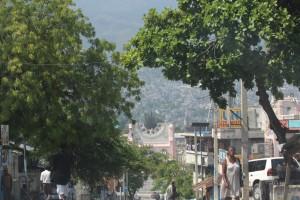 Centro città con i resti della Cattedrale distrutta dal terremoto