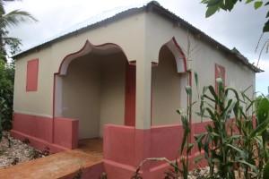 Un esempio di casa costruita dalla parrocchia per una famiglia Sous Renmen